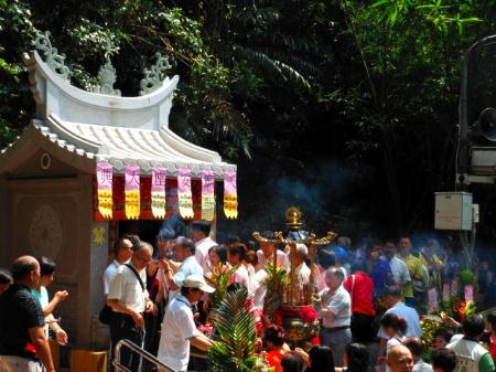 Tu Di Gong new shrine ceremony, May 31, 2013, Taipei. Credit: Katherine Alexander.