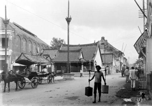 Hok An Kiong Chinese Temple, Jalan Coklat, Surabaya c. 1900-1920.