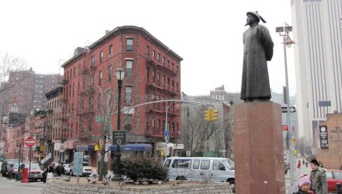Lin Zexu statue, Chatham Square, East Broadway, New York City. Credit: LuHungnguong.